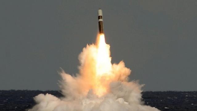 İngiltere nükleer silah stoklarını artırma kararı aldı