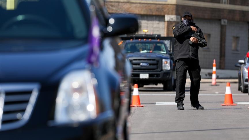 ABD'de polisin öldürdüğü siyahinin vücudundan 5 kurşun çıktı