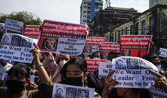 Myanmar'da darbe karşıtı protestolar sürüyor