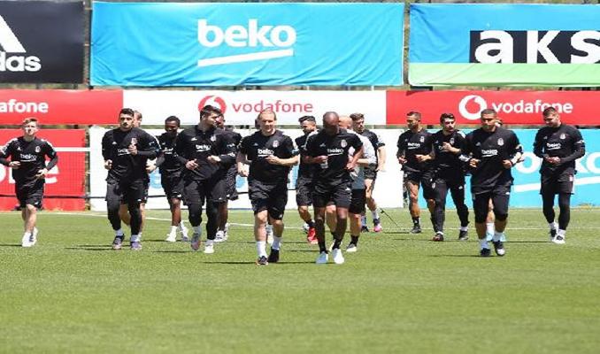 Beşiktaş çifte kupa için İzmir'e uçuyor