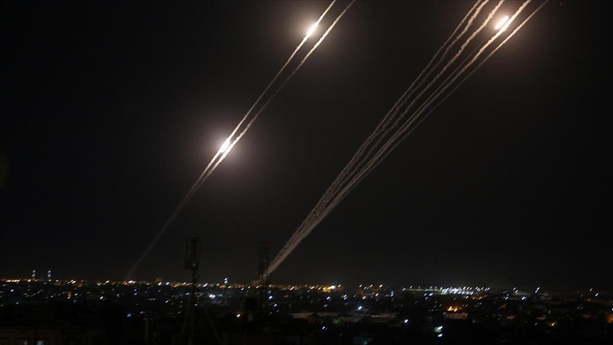 Hamas'tan roketlere devam: 2 İsrailli öldü