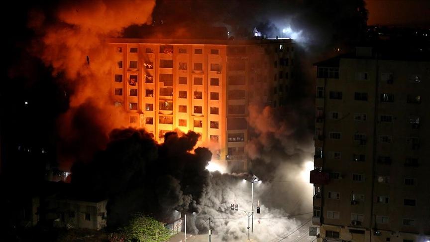 İsrail savaş uçakları Gazze'de 9 katlı binaya bomba yağdırdı